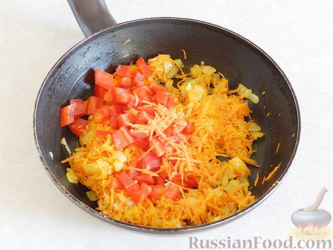 Фото приготовления рецепта: Тыквенный суп с курицей, цветной капустой и сливочным сыром - шаг №8