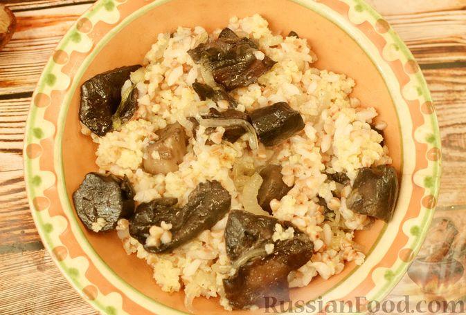 Фото приготовления рецепта: Песочный пирог с баклажанами, грибами и сыром - шаг №18