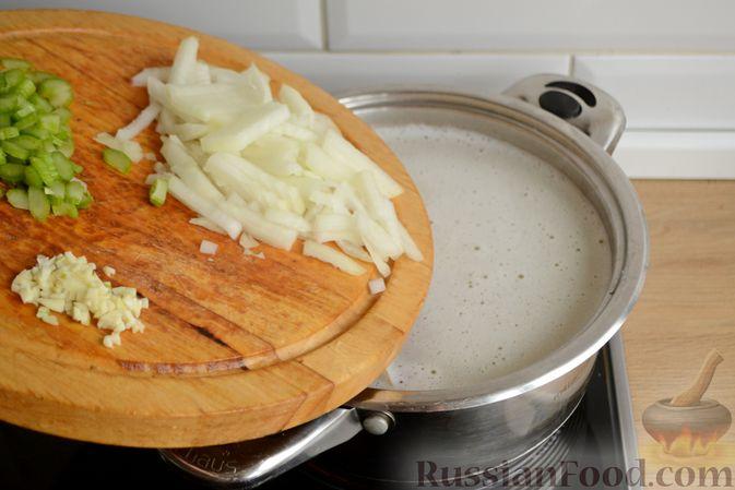 Фото приготовления рецепта: Творожная запеканка с тыквой, изюмом и корицей - шаг №2