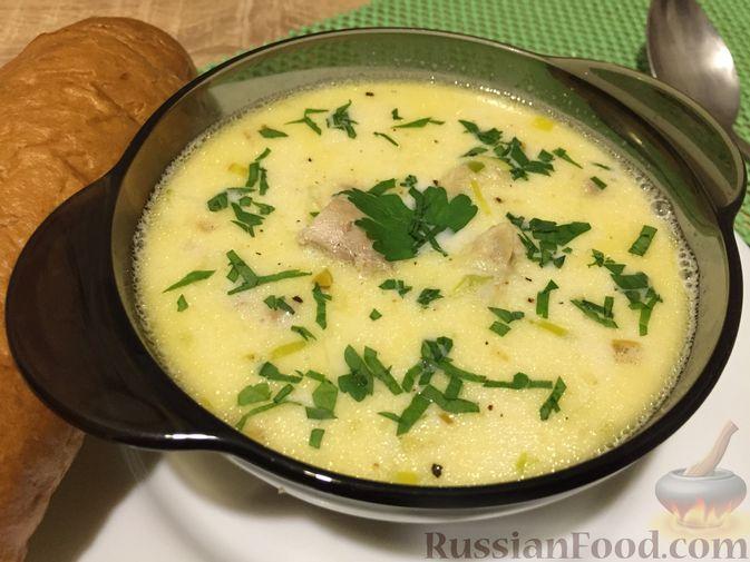 Фото к рецепту: Английский куриный суп с рисом и сыром