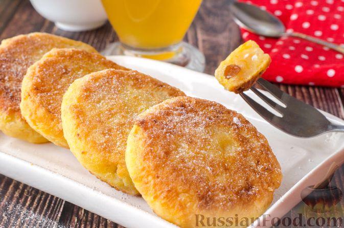 Фото к рецепту: Сырники с тыквой, орехами и изюмом
