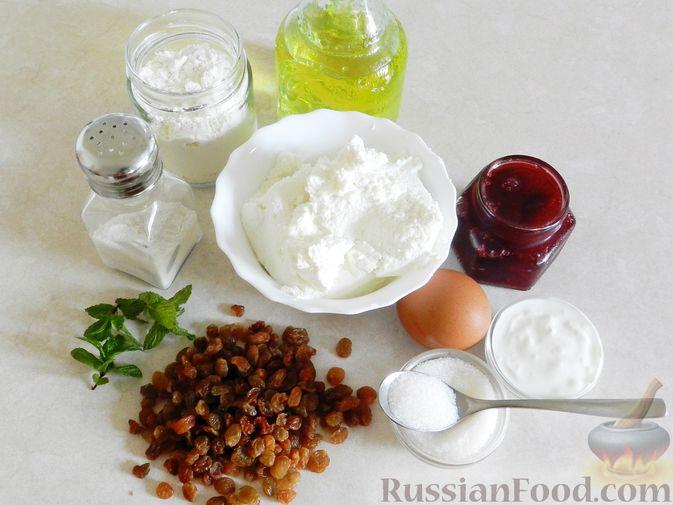 Фото приготовления рецепта: Пирог на молоке, с хурмой и штрейзелем - шаг №11
