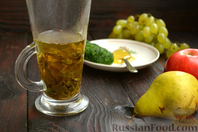 Фото приготовления рецепта: Смузи с виноградом, яблоком и грушей - шаг №2