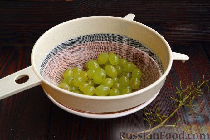 Фото приготовления рецепта: Смузи с виноградом, яблоком и грушей - шаг №4