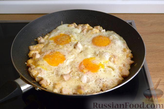 Фото приготовления рецепта: Томатный суп с рисом и консервированными фасолью и горошком - шаг №2
