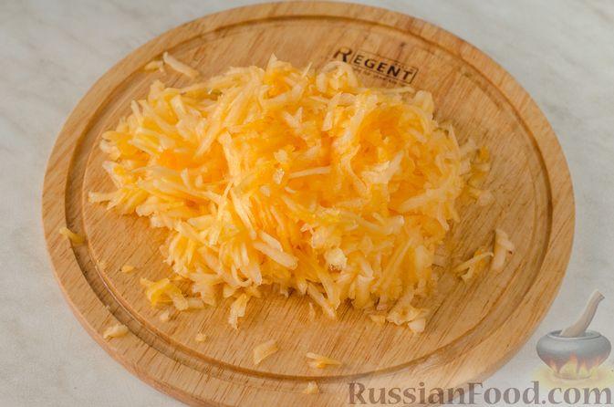 Фото приготовления рецепта: Жареные лепёшки с тыквой - шаг №7