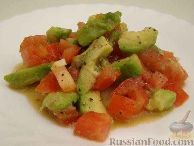 Рецепт Быстрый салат с авокадо и помидорами