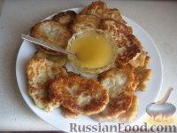 Фото к рецепту: Оладьи из овсяной каши с яблоками