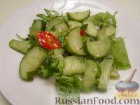 """Фото к рецепту: Хрустящий салат """"с перчинкой"""""""