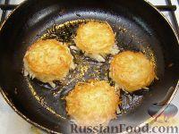 Фото приготовления рецепта: Хэшбраун - американские картофельные оладьи - шаг №7