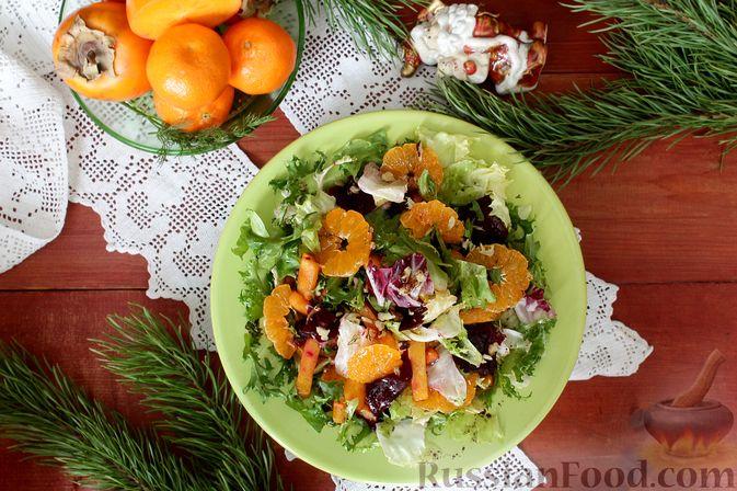 Фото приготовления рецепта: Праздничный салат со свеклой, тыквой и хурмой - шаг №8