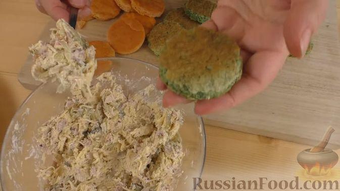 Фото приготовления рецепта: Отварной картофель с петрушкой - шаг №5