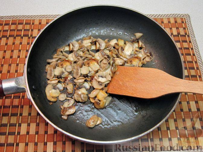 Фото приготовления рецепта: Закрытые песочные мини-пироги с грибами и фасолью - шаг №13