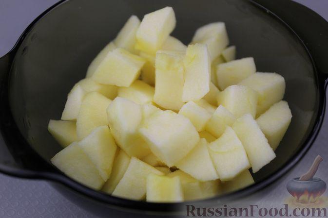 Фото приготовления рецепта: Яблочный смузи  с бананом и виноградом - шаг №3