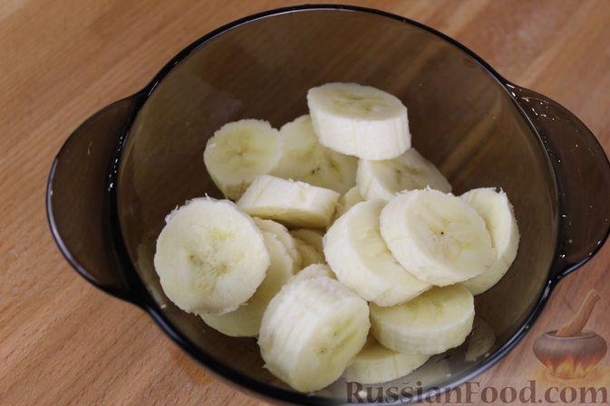 Фото приготовления рецепта: Яблочный смузи  с бананом и виноградом - шаг №2