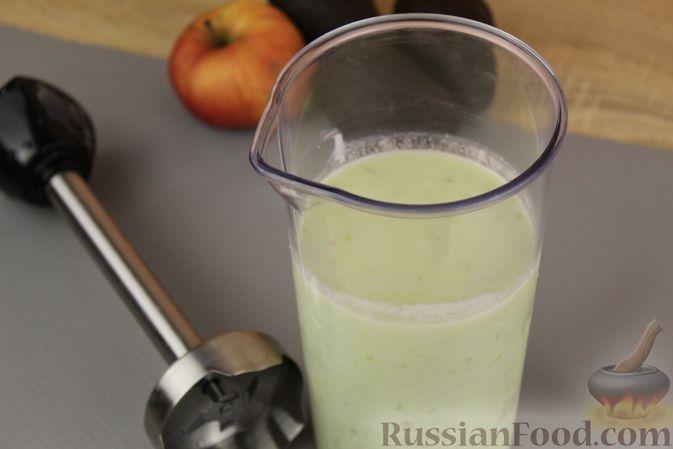 Фото приготовления рецепта: Смузи из авокадо, банана, яблока и винограда - шаг №7