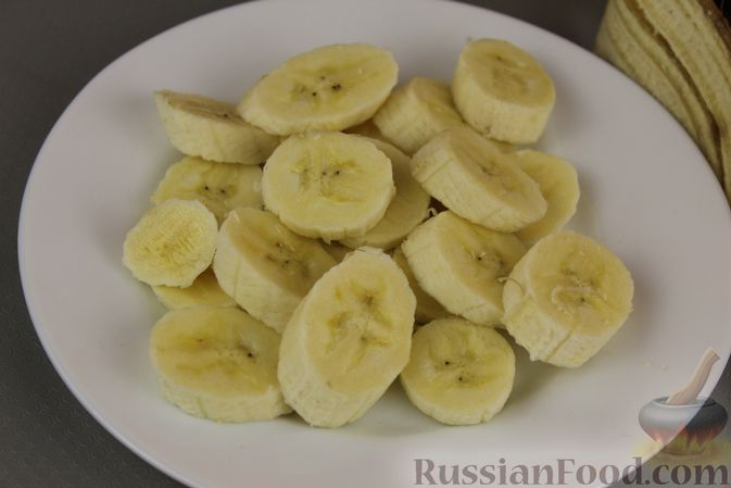 Фото приготовления рецепта: Смузи из авокадо, банана, яблока и винограда - шаг №2