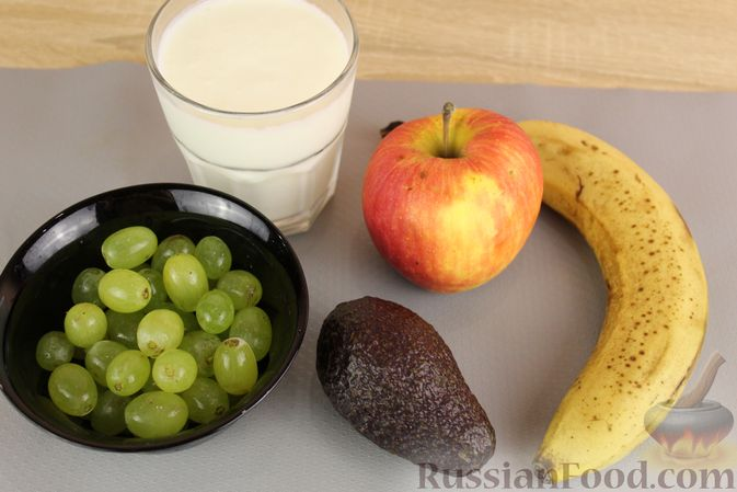 Фото приготовления рецепта: Смузи из авокадо, банана, яблока и винограда - шаг №1