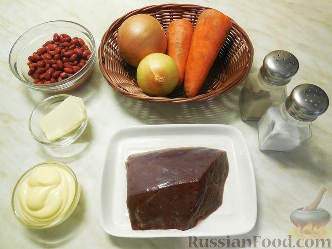 Фото приготовления рецепта: Закуска из малосольной скумбрии, маринованных огурцов и варёных яиц - шаг №7