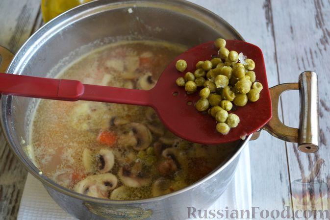 Фото приготовления рецепта: Куриные рулетики с крабовыми палочками и плавленым сыром - шаг №1