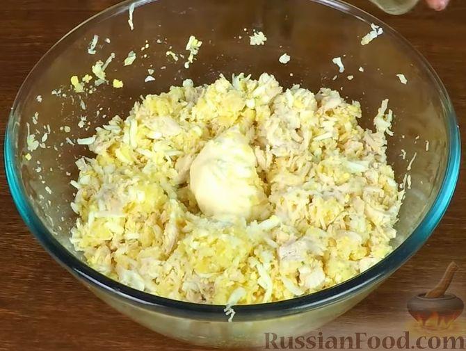 Фото приготовления рецепта: Куриный суп с зелеными помидорами и капустой - шаг №14