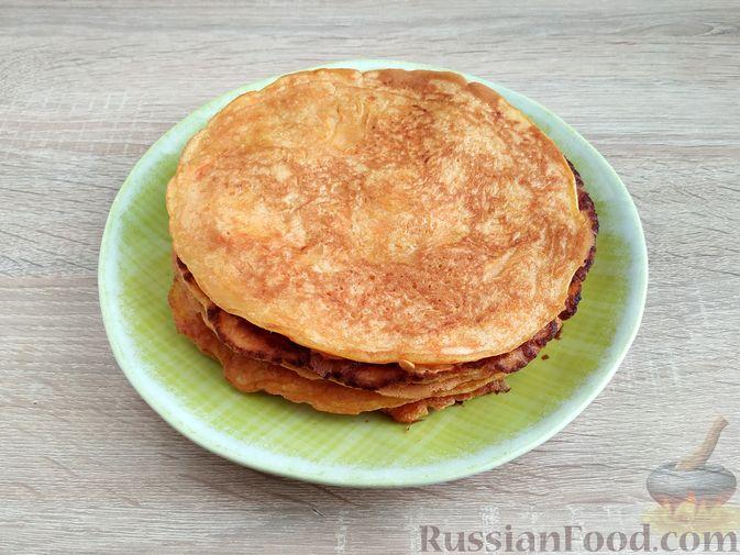 Фото приготовления рецепта: Торт из хлеба, со сметанным кремом и ананасами (без выпечки) - шаг №19
