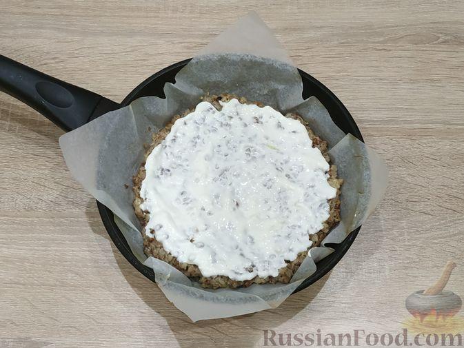"""Фото приготовления рецепта: Слоёный салат """"Оливье"""" с курицей - шаг №4"""