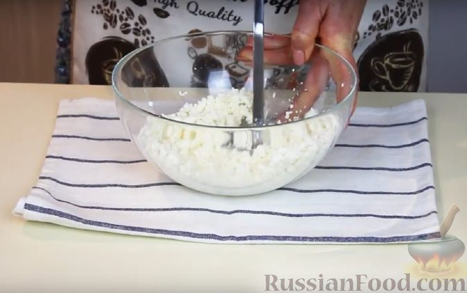 Фото приготовления рецепта: Кексы на кефире и сгущённом молоке - шаг №6