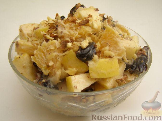 Фото приготовления рецепта: Фруктовый салат с черносливом - шаг №8