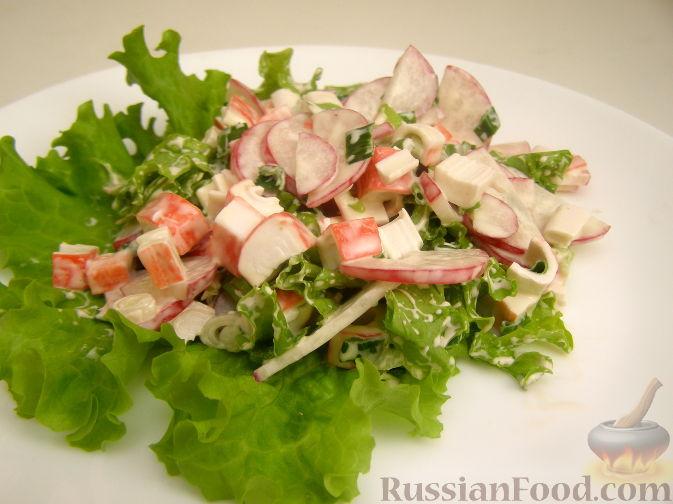 Рецепт Салат с крабовыми палочками и редисом