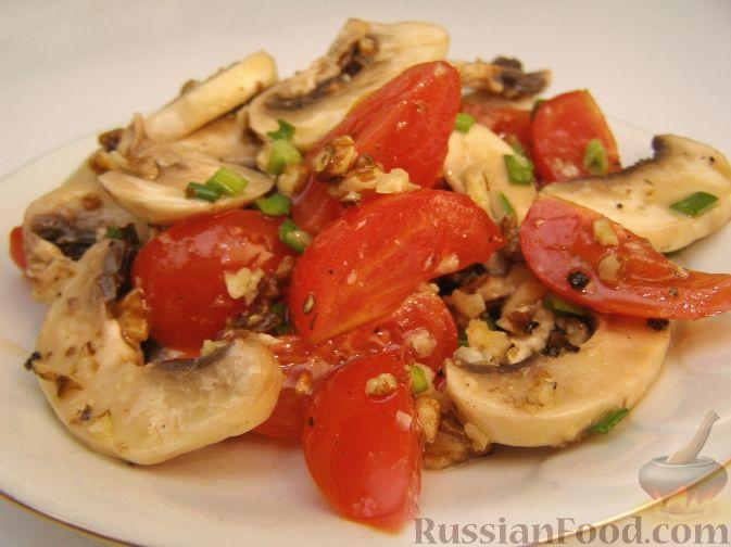 Рецепт Салат из шампиньонов с помидорами и орехами