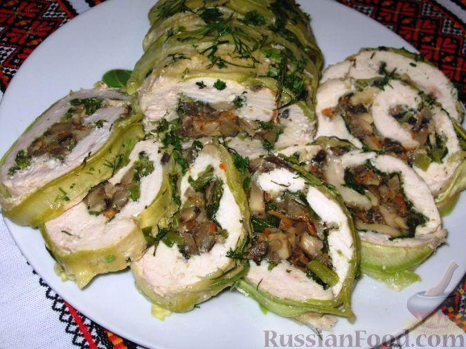 Рецепт Куриный рулет с грибами в кабачке