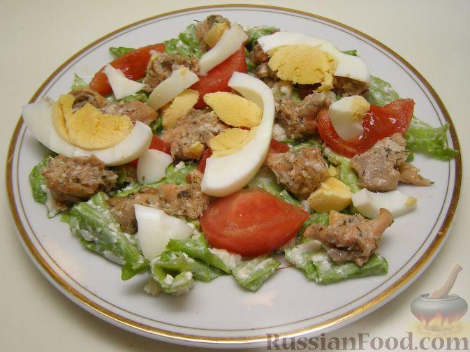 Рецепт Салат с консервированным лососем