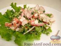 Фото к рецепту: Салат с крабовыми палочками и редисом