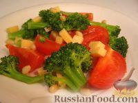 Фото к рецепту: Салат из брокколи, с помидорами и кедровыми орехами