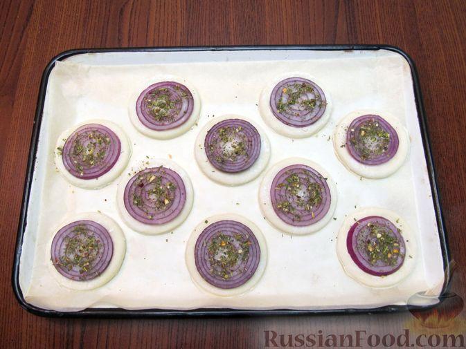 Фото приготовления рецепта: Ньокки из картофеля, сельдерея и моркови, с грецкими орехами - шаг №4