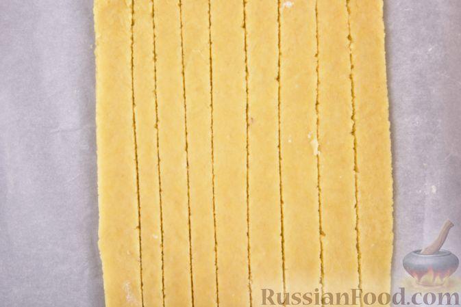 Фото приготовления рецепта: Сметанные лепёшки из дрожжевого теста (в духовке) - шаг №4