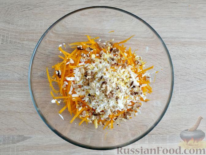 Фото приготовления рецепта: Салат из тыквы с яйцом и грецкими орехами - шаг №5