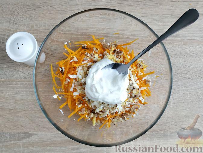 Фото приготовления рецепта: Салат из тыквы с яйцом и грецкими орехами - шаг №7