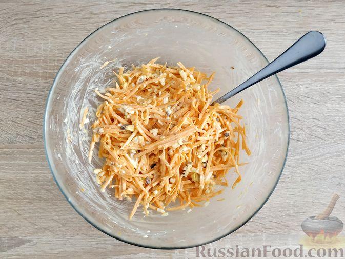 Фото приготовления рецепта: Салат из тыквы с яйцом и грецкими орехами - шаг №8