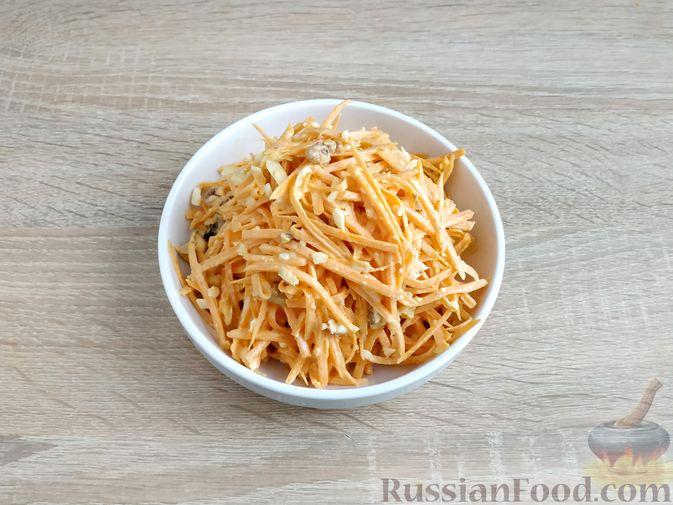 Фото приготовления рецепта: Салат из тыквы с яйцом и грецкими орехами - шаг №9