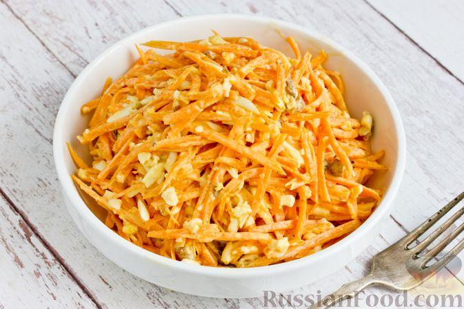 Фото приготовления рецепта: Салат из тыквы с яйцом и грецкими орехами - шаг №10