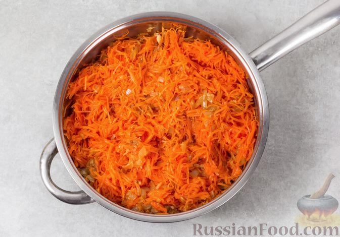Фото приготовления рецепта: Икра из тыквы с помидорами и чесноком - шаг №4