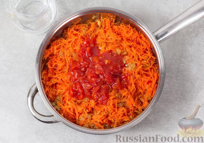 Фото приготовления рецепта: Икра из тыквы с помидорами и чесноком - шаг №5