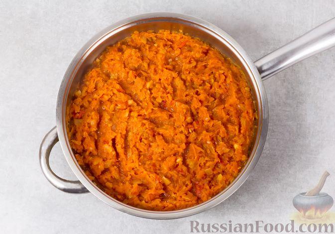 Фото приготовления рецепта: Икра из тыквы с помидорами и чесноком - шаг №6