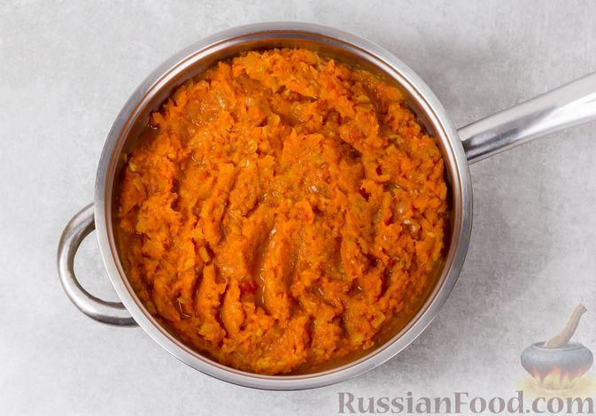 Фото приготовления рецепта: Икра из тыквы с помидорами и чесноком - шаг №9
