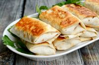 Фото к рецепту: Конвертики из лаваша с гречкой, грибами и луком
