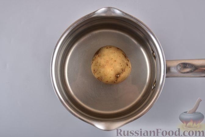 Фото приготовления рецепта: Салат с курицей, сельдереем и кукурузой - шаг №5