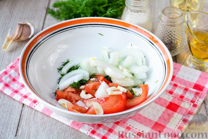 Фото приготовления рецепта: Картофельная запеканка с сосисками и сыром - шаг №7