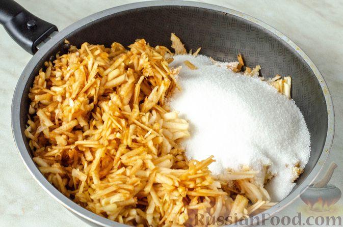 Фото приготовления рецепта: Индейка, тушенная с цветной капустой, в сметане - шаг №10